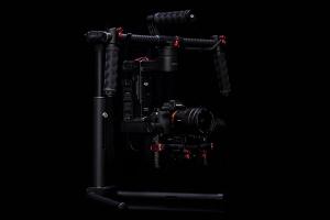 Das Ronin-M mit montierter Kamera.